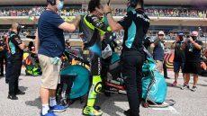 Alessio Salucci e Valentino Rossi in griglia MotoGP